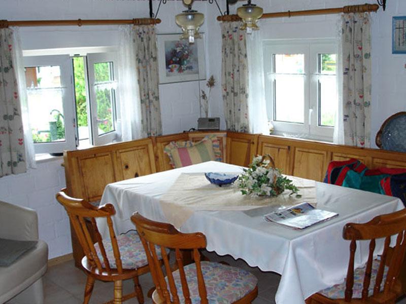 altm hlhaus ferienwohnungen ferienhaus g stezimmer zeltplatz infos zu ausstattung und. Black Bedroom Furniture Sets. Home Design Ideas